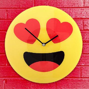 Herz-Emoticon Wanduhr